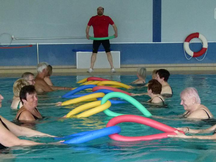 wassergymnastik übungen